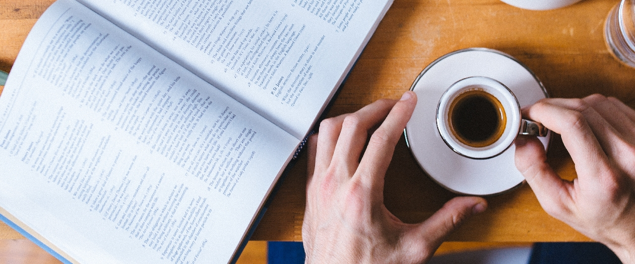 Kaffe und Buch by death to the stock photo